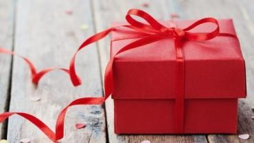 როგორ ვასწავლოთ მამაკაცს საჩუქრების ჩუქება